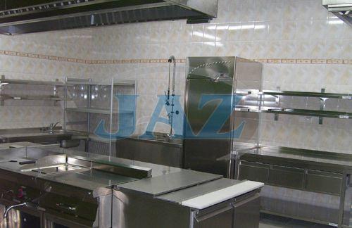 Reštaurácia Panda, OC Laugaricio Trenčín - kuchyňa + výdaj