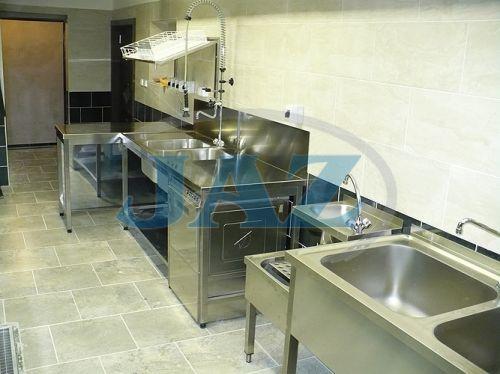 Hotel ZARA Topoľčany - kuchyňa + bar