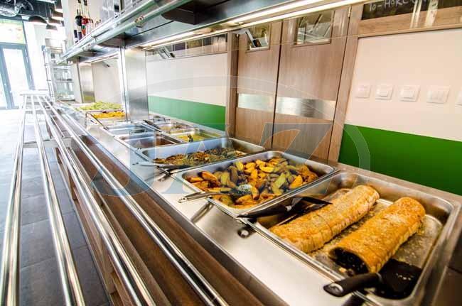 Veg life, Bratislava - kuchyňa + výdaj