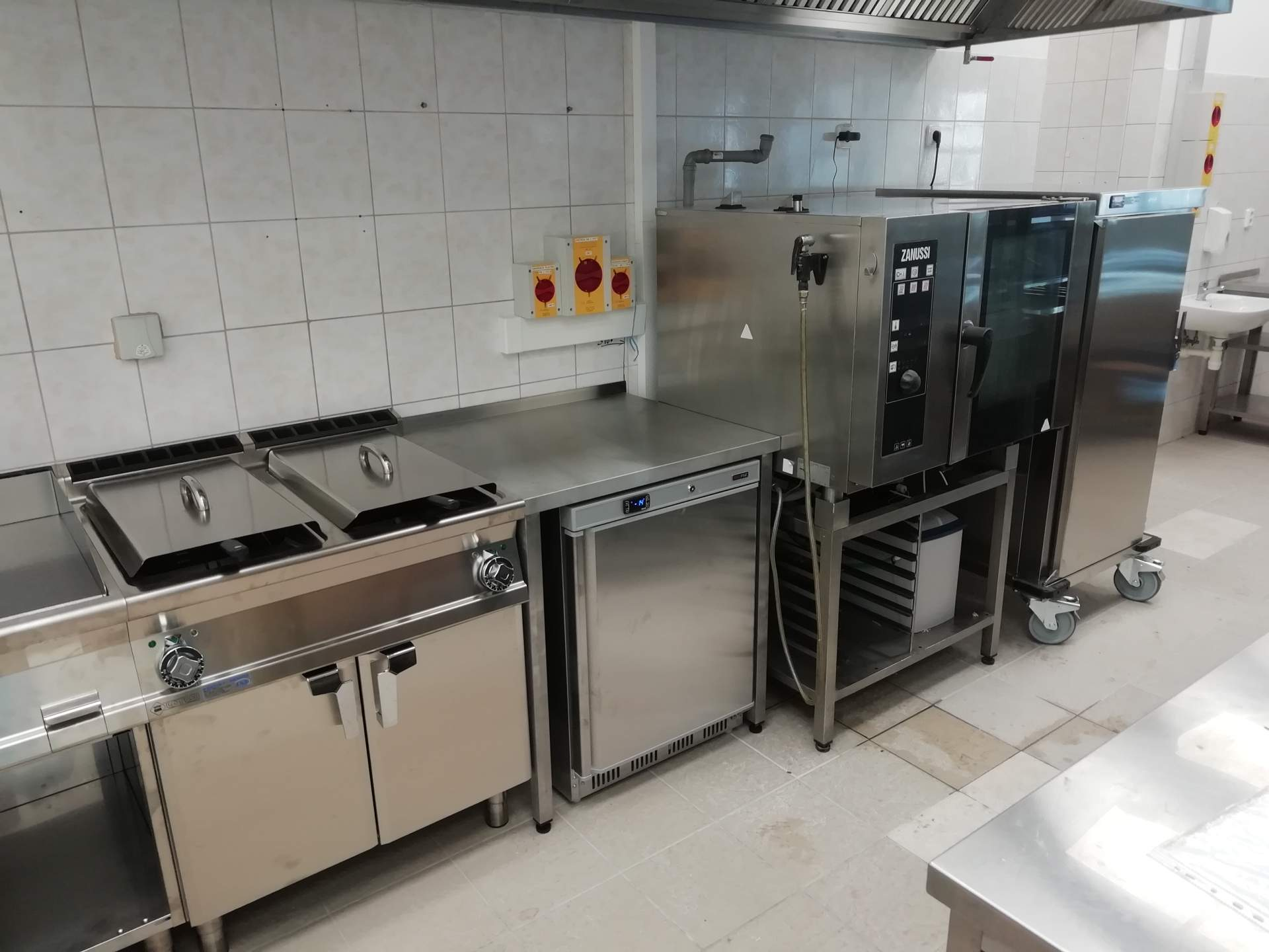 Jasplastik, Matúškovo, Galanta - kuchyňa + výdaj stravy